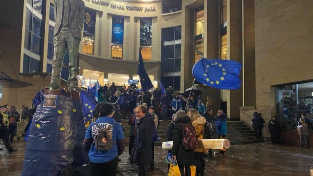 Pro-EU campaigners held a vigil in Glasgow on Friday night.