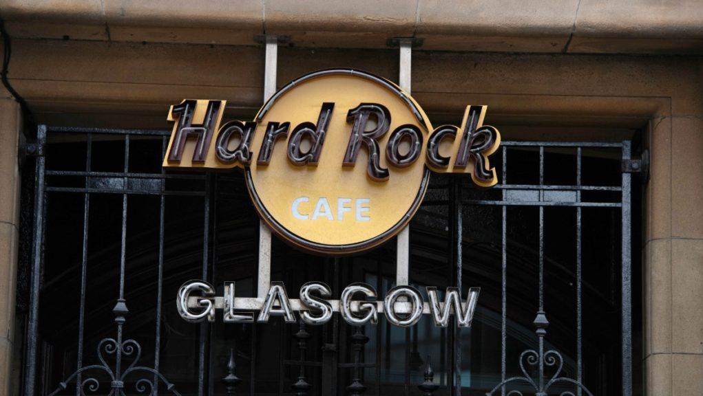 Man tried to rob Hard Rock Cafe.