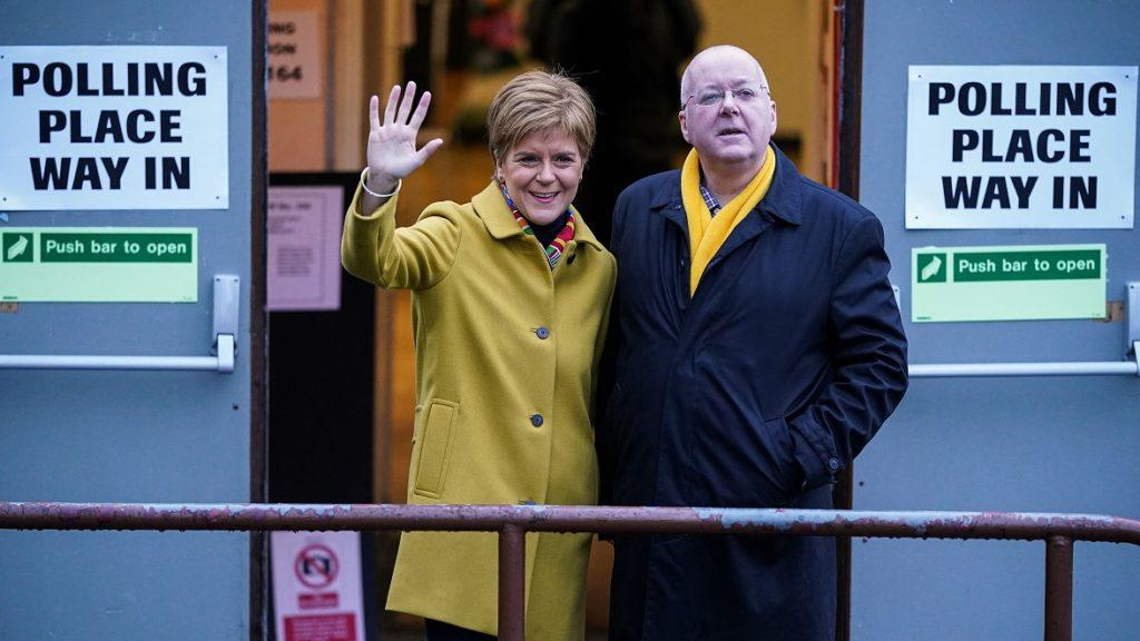 SNP: Nicola Sturgeon with husband and party chief exec Peter Murrell.