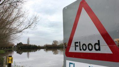 Flood sign warning.