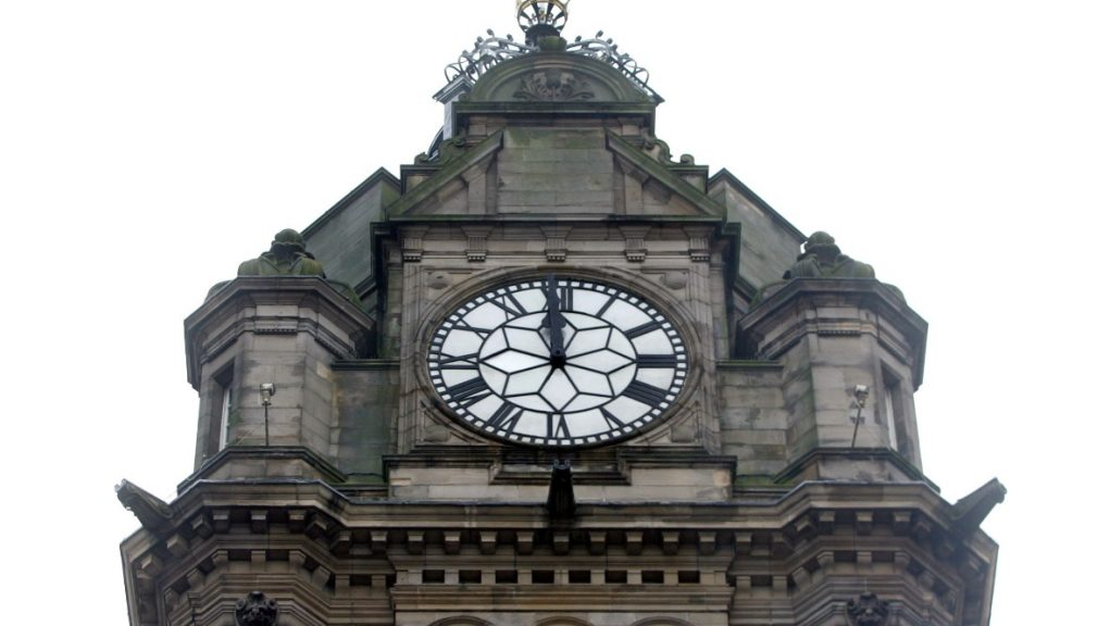 Hogmanay: Iconic clock will ring in 2021 three minutes early.