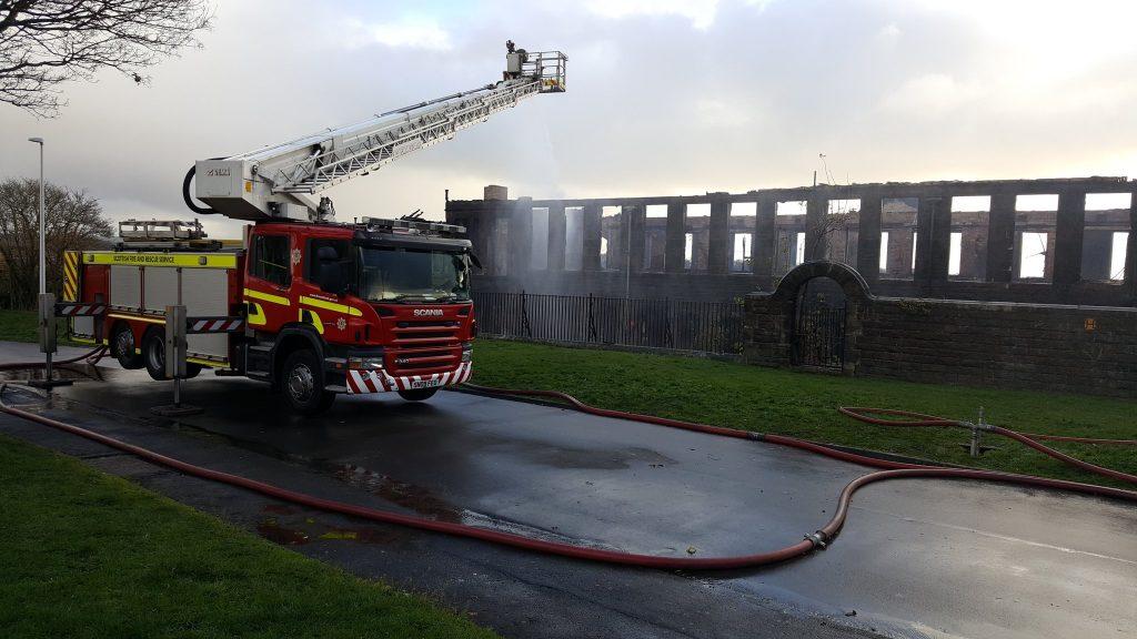 Scottish Fire and Rescue Service attending to blaze at Inverkeithing Primary School in November 2018. Credit: Mel J Piggot via Facebook