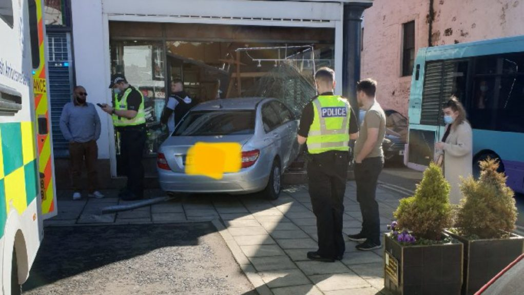 The vehicle collided with the front of the Posthorn 90 on High Street, Annan.