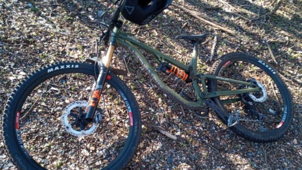 Stolen: Man stole Saracen Aries 60 Elite mountain bike.