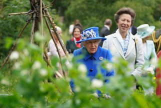 The Queen has visited a community open space in Glasgow.