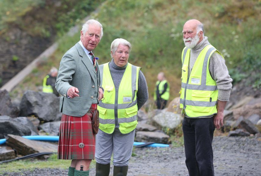 Charles met with volunteers at Scrabster Beach in Caithness.