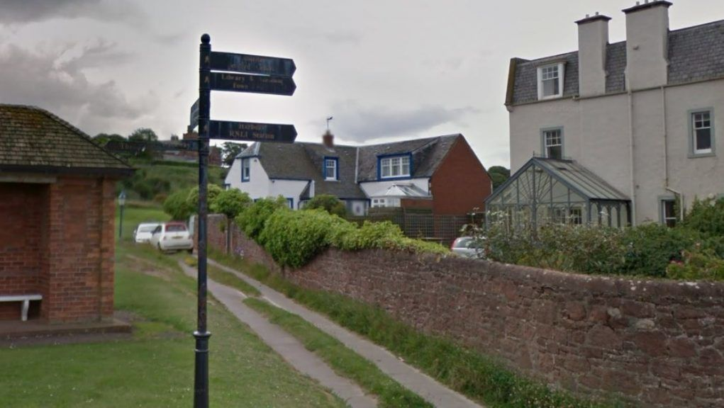 North Berwick: A homeowner in Marine Parade wants to replace his window frames.