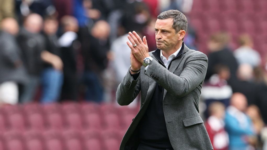 Hibernian drew with Hearts in the first derby of the season.