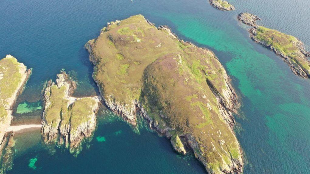 Island: Carn Deas for sale.