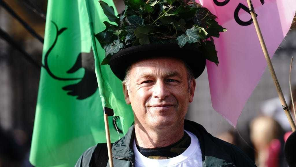 Chris Packham lead a march to Buckingham Palace.